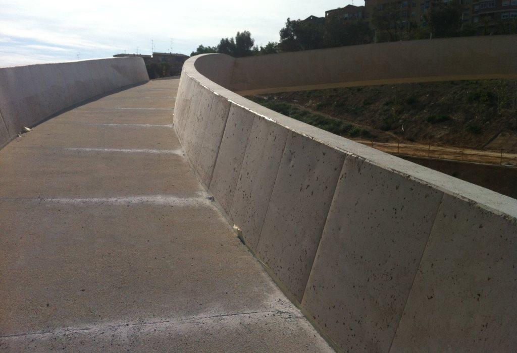 Cuesta del puente sobre río Vinalopo en Elche