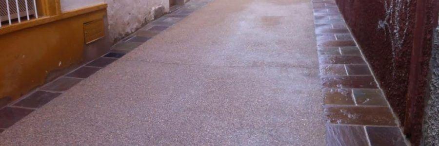 Calle de hormigón desactivado en Úbeda (Jaén)