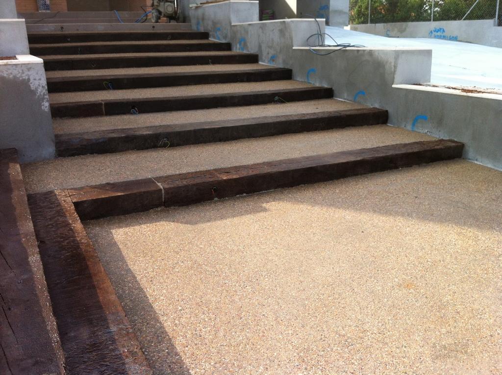 Escalera de hormigón desactivado y madera