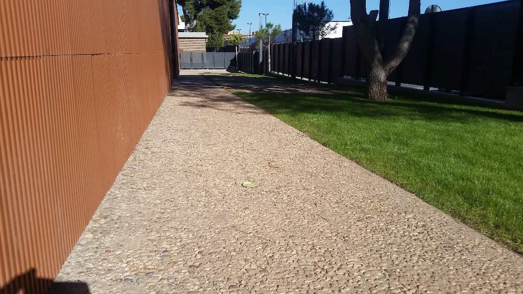 Hormigón desactivado con árido 12-20 en colegio de Torrente, Valencia