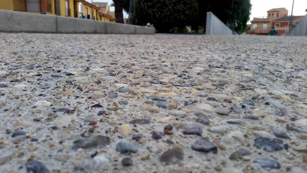 Paseo de hormigón desactivado con árido 12-20 , Murcia